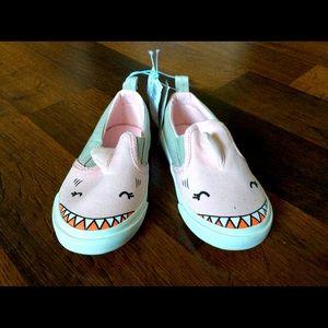 NWT Old Navy toddler girl 6 shark shoes slip ons